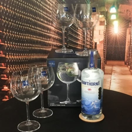 Tilbud Sampak: Hawthorns London Dry Gin  og 4 Lyngby Gin Glas